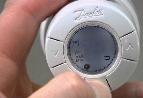 Установка автономного интеллектуального программируемого радиаторного терморегулятора Living eco